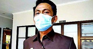 Bakhtiar Wakkang Vaksin Guru Habar Kaltim DPRD Kota Bontang
