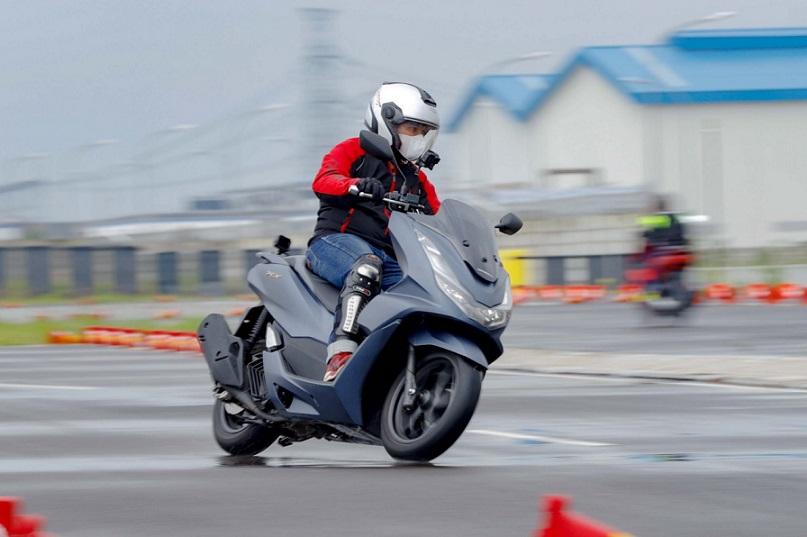 All New Honda PCX Skutik Premium Bike of The Year Astra Motor Kaltim 2